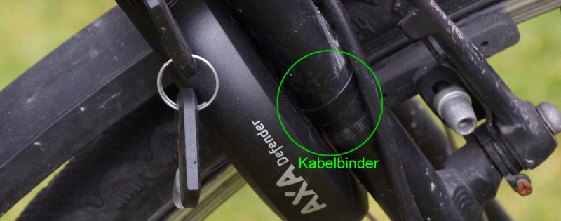 Kabelbinder am AXA Defender