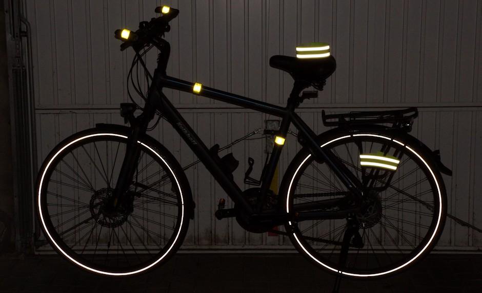 Fahrrad mit Reflektorbändern