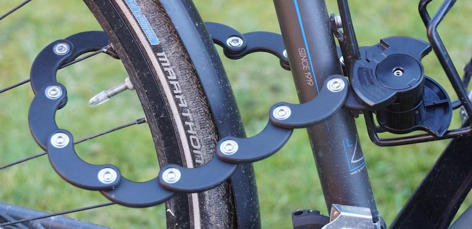 Fahrrad abgeschlossen mit dem Tchibo Faltchloss
