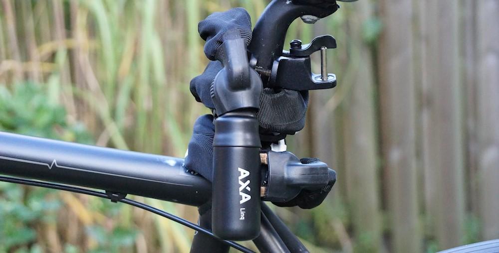 AXA Linq City am Fahrrad an der Sattelstange