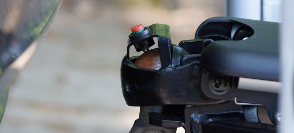 Sicherheitsindikator grün dun rot am Fahrradträger