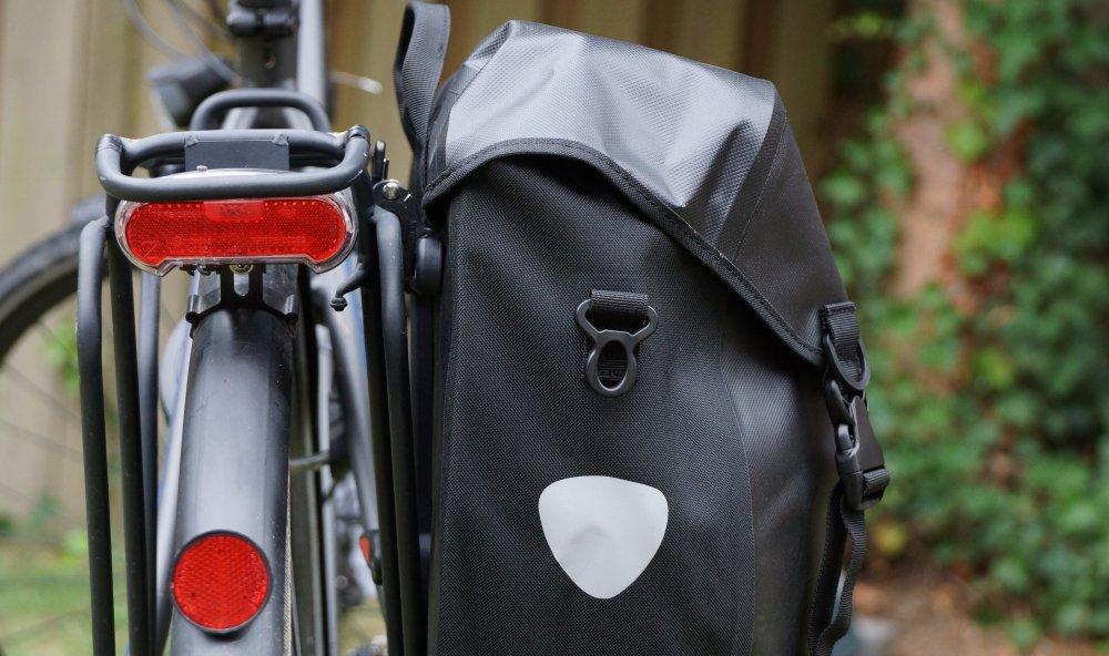 Reflektor an Fahrradtasche