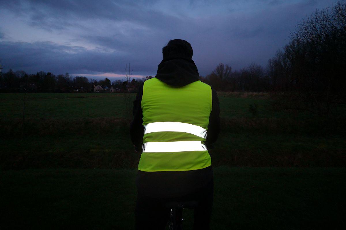 fahrrad warnweste im dunkeln