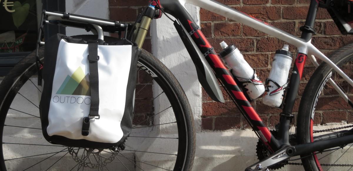 Lowrider mit Fahrradtasche an MTB