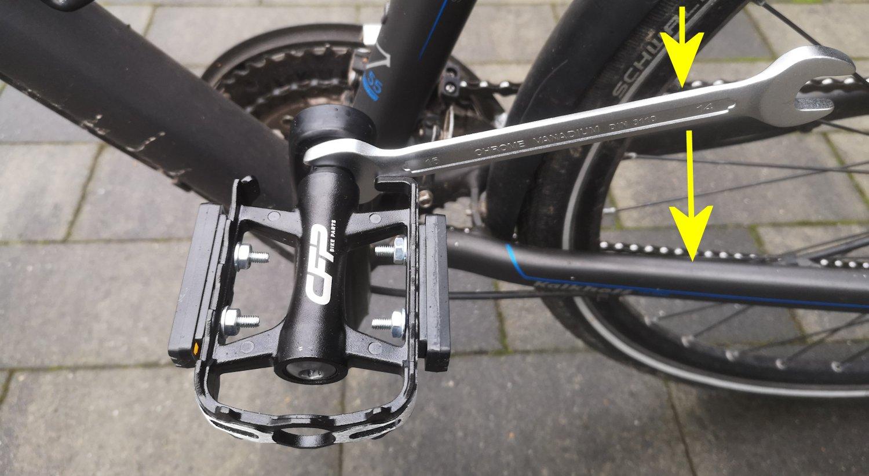 Fahrradpedale abschrauben und wechseln